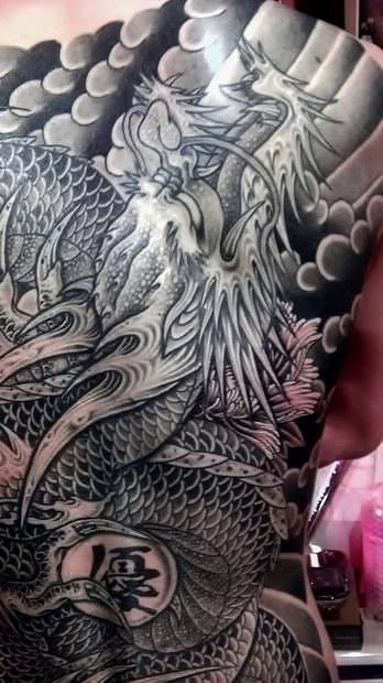 龍・甲羅彫り2