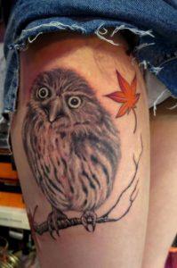 フクロウ・紅葉・女性・タトゥー